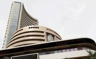 Sensex trims gain to 855 points after breaching 25,000-mark