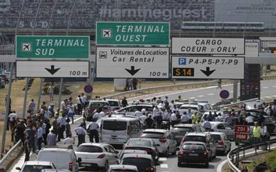 French taxi drivers block access to Paris airport