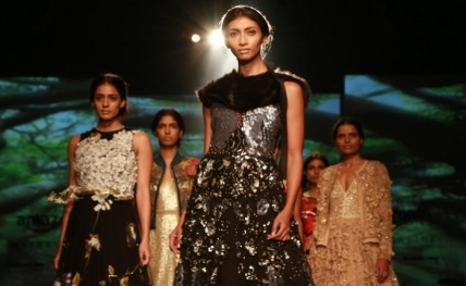 Varun Bahl's take on urban women sets mood right for AIFW 2016