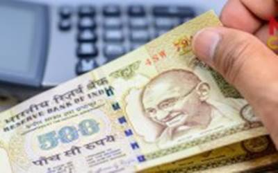 NRIs must show old notes to Customs