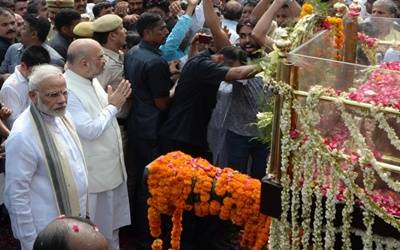 Vajpayee cremated with full military honours
