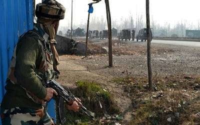 Soldier killed in Pakistani firing