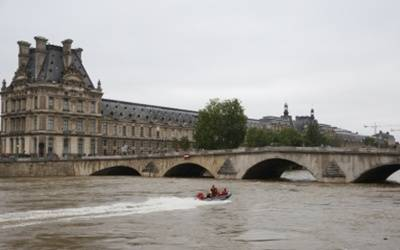 Paris tourist sites to close amid protest fears