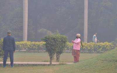 Cold Friday morning in Delhi, 'very poor' air