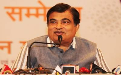 Gadkari collapses at function, says he's now fine