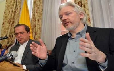 Assange's father wants him extradited to Australia
