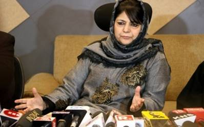 Mehbooba's cavalcade stoned in Anantnag
