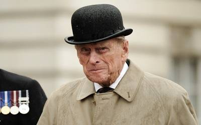 UK's Prince Philip surrenders driving license following crash