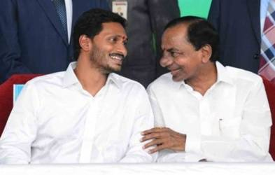 KCR invites Maharashtra, Andhra CMs for irrigation project inauguration (Lead)