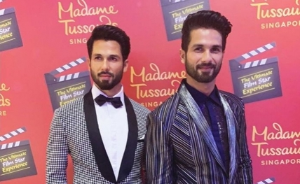 Shahid poses with his wax statue in Singapore