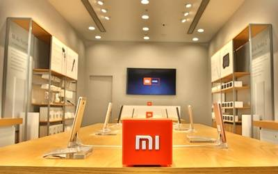 Xiaomi patents vertically folding smartphone