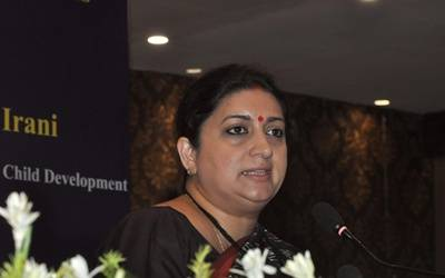 Irani reviews projects in Amethi, calls for ban on plastic