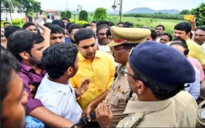 Naidu under house arrest, victims evicted from Guntur camp (Lead)
