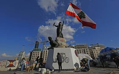 Lebanon lowers interest rates on deposits amid financial crisis