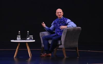 Amazon to invest $1 bn to digitise Indian SMBs: Bezos (Lead)