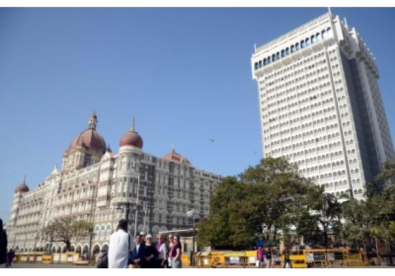 Taj hotels' security in Mumbai beefed up after threat (Ld)