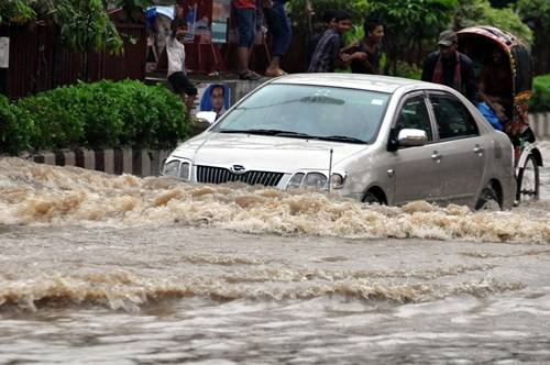 Heavy showers hit different parts of Bangladesh capital Dhaka. (Photo: IANS)